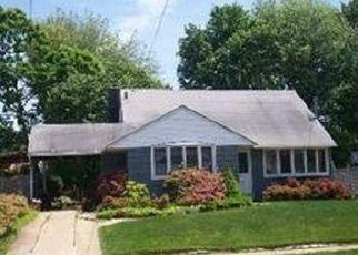Foreclosed Home in OCEAN AVE, Massapequa Park, NY - 11762