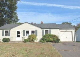 Foreclosed Home en GILBERT RD, Newington, CT - 06111