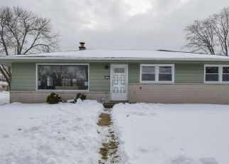 Foreclosed Home en W KIEHNAU AVE, Milwaukee, WI - 53223