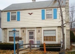 Foreclosed Home en W LOCUST ST, Milwaukee, WI - 53210