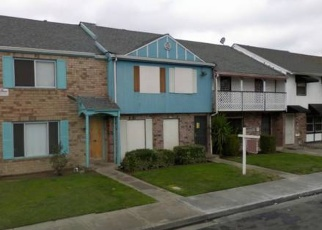 Foreclosed Home en TOWNEHOME DR, Stockton, CA - 95207