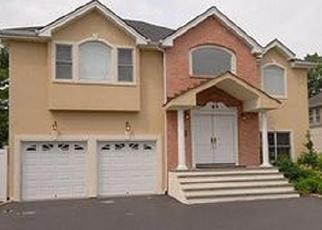 Foreclosed Home en LAUREL LN, Old Westbury, NY - 11568