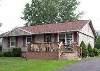 Foreclosed Home en CHRISTOPHER DR, Baldwinsville, NY - 13027