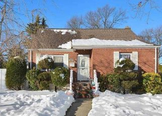 Foreclosed Home in HENRY ST, Uniondale, NY - 11553