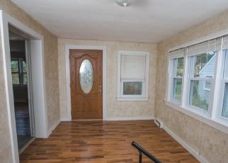 Foreclosed Home en OLD HAWLEYVILLE RD, Bethel, CT - 06801
