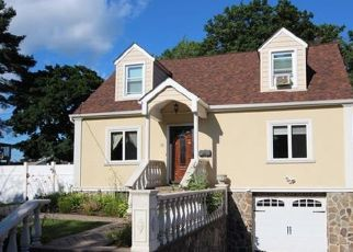 Foreclosed Home en RIDGE AVE, Suffern, NY - 10901
