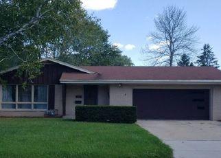 Foreclosed Home en MILLBANK RD, Greendale, WI - 53129