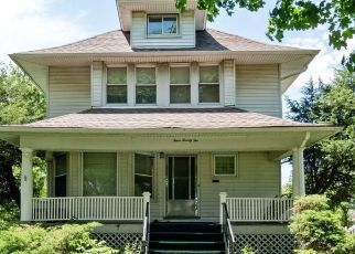 Foreclosed Home en S 15TH AVE, Maywood, IL - 60153