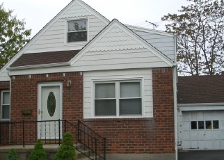 Foreclosed Home in GREENLAWN BLVD, Valley Stream, NY - 11580