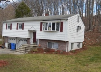 Foreclosed Home en LINCOLN ST, Trumbull, CT - 06611
