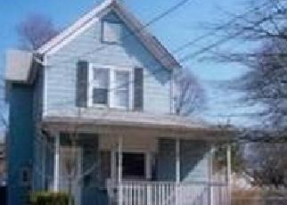 Foreclosed Home en CLINTON ST, Farmingdale, NY - 11735