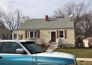 Foreclosed Home en N WOODLYNN RD, Essex, MD - 21221