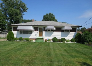Foreclosed Home en MAPLEHURST RD, North Olmsted, OH - 44070