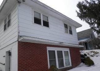Foreclosed Home en ALGONKIN ST, Ticonderoga, NY - 12883