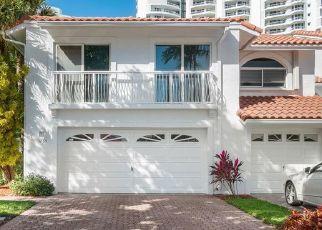 Foreclosed Home en NE 209TH TER, Miami, FL - 33180