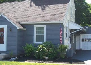 Foreclosed Home en PENHURST RD, Rochester, NY - 14610