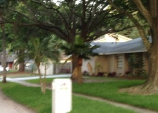 Foreclosed Home in COUNTRY HILLS DR, Tampa, FL - 33624