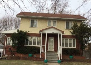 Foreclosed Home en S 7TH AVE, Maywood, IL - 60153