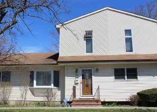 Foreclosed Home en MANATUCK BLVD, Bay Shore, NY - 11706