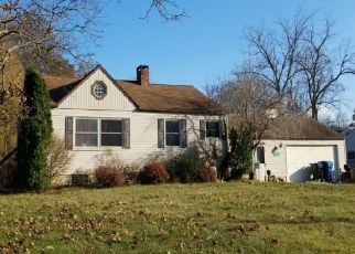 Foreclosed Home en GLADLAND AVE, North Olmsted, OH - 44070