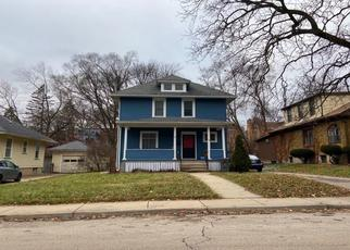 Foreclosed Home en N UNION ST, Elgin, IL - 60123