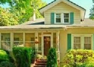 Foreclosed Home en TULIP AVE, Floral Park, NY - 11001