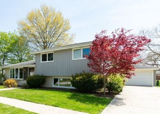 Foreclosed Home en W 82ND ST, Bridgeview, IL - 60455
