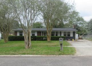 Foreclosed Home en HILLSIDE DR, Jacksonville, FL - 32221
