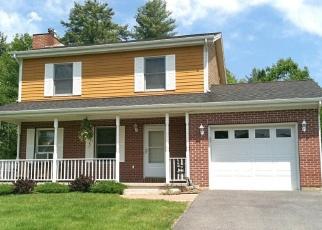 Foreclosed Home en GRANDVIEW LN, Warrensburg, NY - 12885