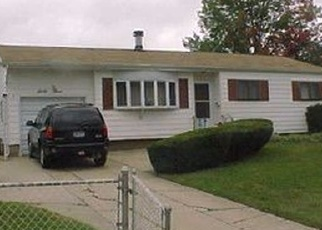 Foreclosed Home en BRUCE LN, Brentwood, NY - 11717