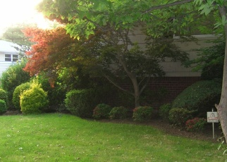 Foreclosed Home in WESTWOOD RD, Hewlett, NY - 11557