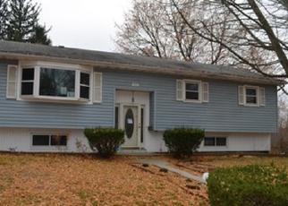Foreclosed Home en HOFFMAN DR, Latham, NY - 12110