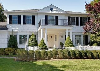 Foreclosed Home en VANECK DR, New Rochelle, NY - 10804