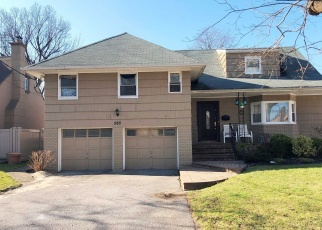 Foreclosed Home in SUNSET DR, Woodmere, NY - 11598