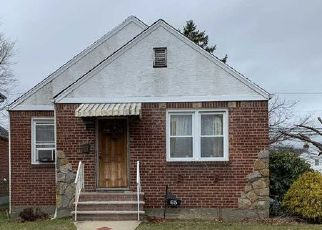 Foreclosed Home en STERLING RD, Elmont, NY - 11003