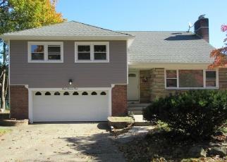 Foreclosed Home en EASTFIELD RD, Westbury, NY - 11590