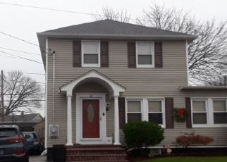 Foreclosed Home en CHARLES ST, Floral Park, NY - 11001