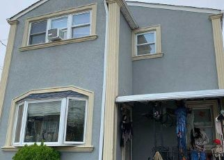 Foreclosed Home en MARGUERITE AVE, Elmont, NY - 11003