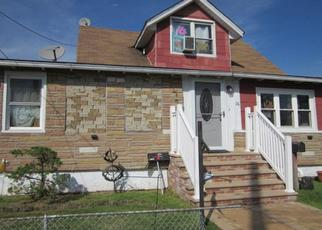 Foreclosed Home en MEYER AVE, Rosedale, NY - 11422