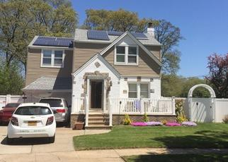 Foreclosed Home en MIRIAM PKWY, Elmont, NY - 11003