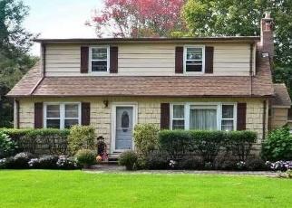 Foreclosed Home in OAK AVE, Huntington Station, NY - 11746