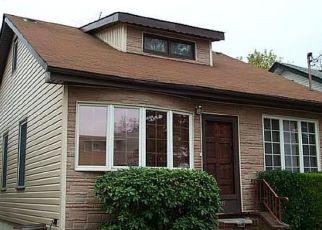 Foreclosed Home en JACOB ST, Elmont, NY - 11003