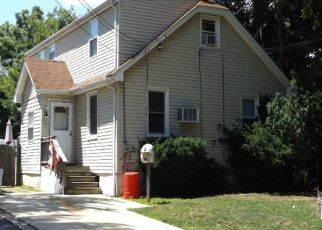 Foreclosed Home en RUSSELL CT, Seaford, NY - 11783