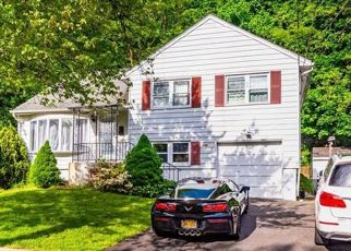 Foreclosed Home en PEMBROOK DR, Yonkers, NY - 10710