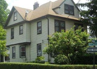 Foreclosed Home en MEADOW LN, New Rochelle, NY - 10805