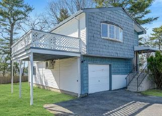 Foreclosed Home in PETERS BLVD, Central Islip, NY - 11722