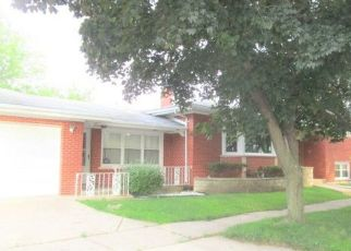 Foreclosed Home en S FRANCISCO AVE, Evergreen Park, IL - 60805