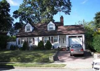 Foreclosed Home en SCHUMAN PL, Baldwin, NY - 11510