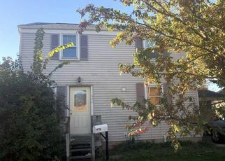 Foreclosed Home en DECKNER AVE, Green Bay, WI - 54302