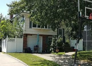 Foreclosed Home en CREST AVE, Floral Park, NY - 11001